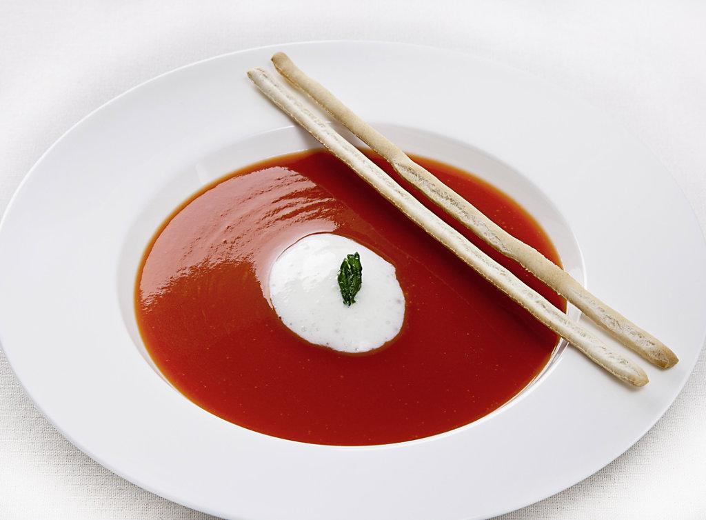 Tomatencremesuppe-mit-Grissini-Kopie.jpg